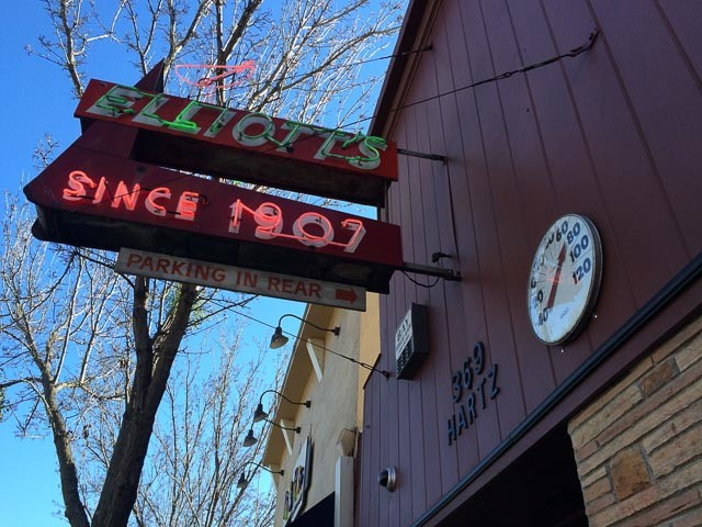 Elliott's bar in downtown danville ca